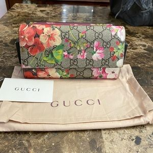 🌹HOLD🌹Gucci Blooms Long wallet